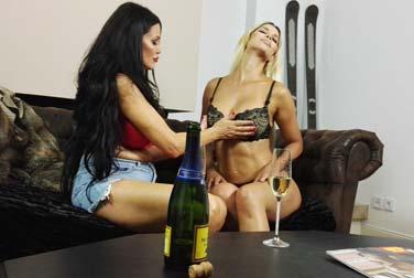 Ist das ein Djamila Rowe Porno mit Micaela Schäfer?