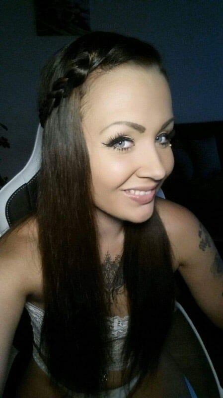 Tattoo- und Erotikmodel Miri Brook im Interview