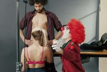 Irrer Porno-Clown mischt Erotikszene auf