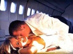 Betrunkenes Pärchen hat Sex im Flugzeug
