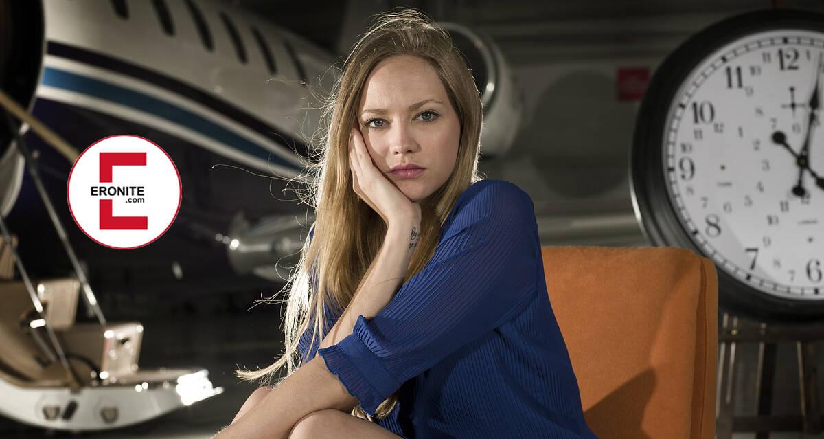 Die Stewardess gefickt im Flugzeug nach Mallorca | Gratis