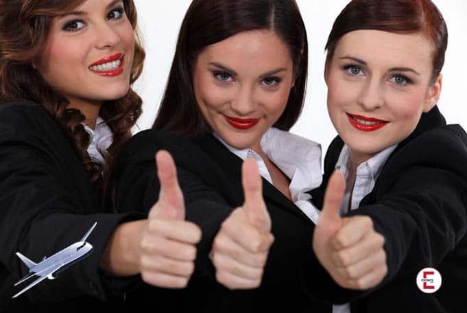 Die drei jungen Stewardessen – zusammen keine 75 Jahre alt